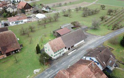 Bauernhaus mit grossem Anbau und Scheune / Interessantes Bauland für Überbauungsprojekt
